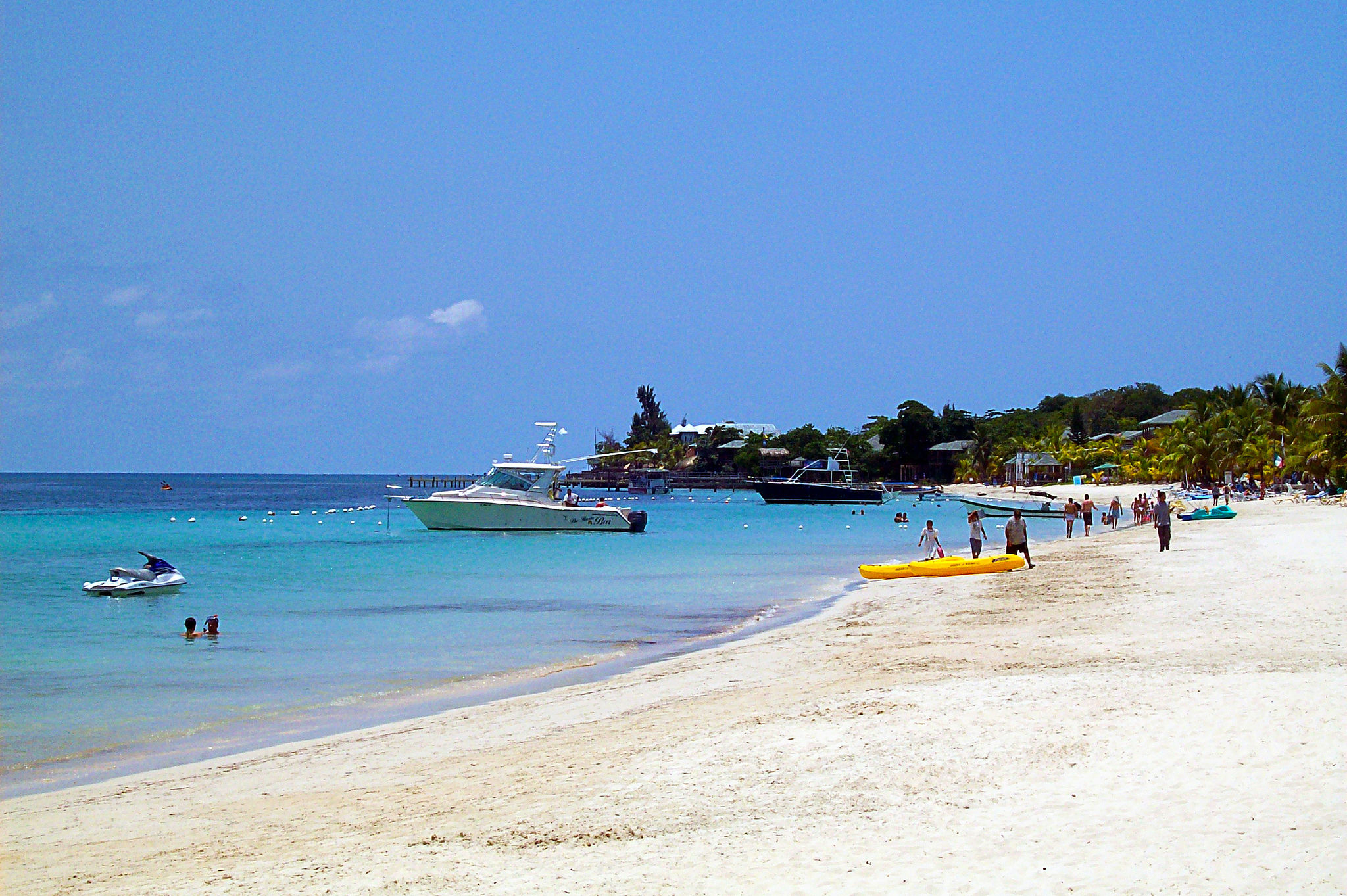 2048px-West_Bay_Beach_-Roatan_-Honduras-23May2009-g.jpg